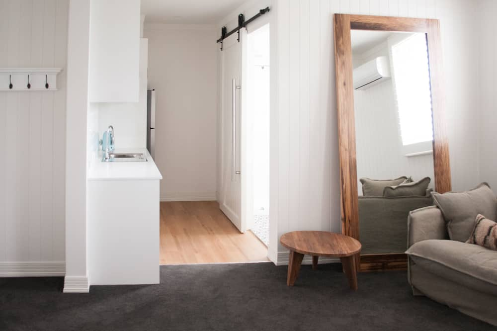 Room 6 - Anglesea King Deluxe Studio - Living Area