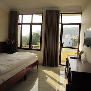 Picture of Viet Nhat Halong Hotel in Halong