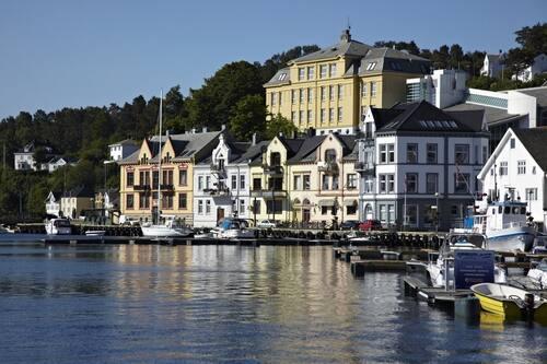 Date kvinner i Farsund – Søk blant tusenvis av kvinner i Farsund som vil begynne å date