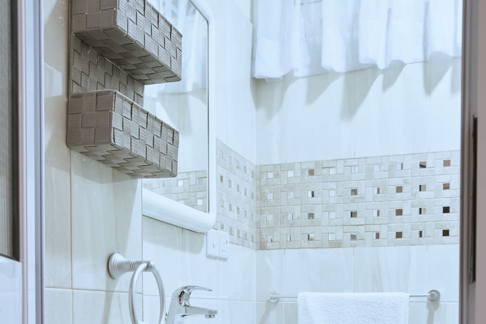 Dvojlôžková izba typu Deluxe, 1 veľké dvojlôžko, kuchynka - Kúpeľňa