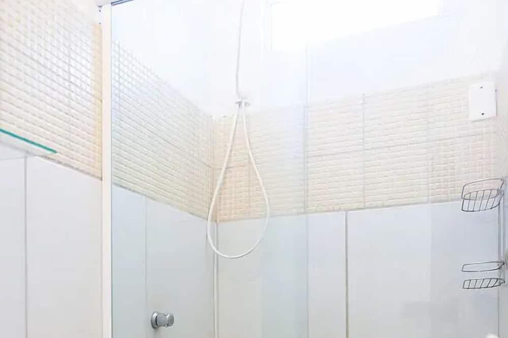 Yhteismajoitus, Vain naisille (101) - Kylpyhuone