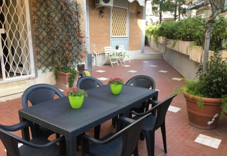 Apartment in St. Peter, Rome, Garden