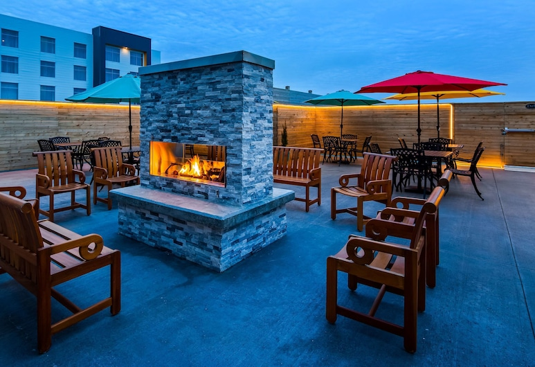Best Western Plus St. John's Airport Hotel and Suites, St. John's, Terrace/Patio