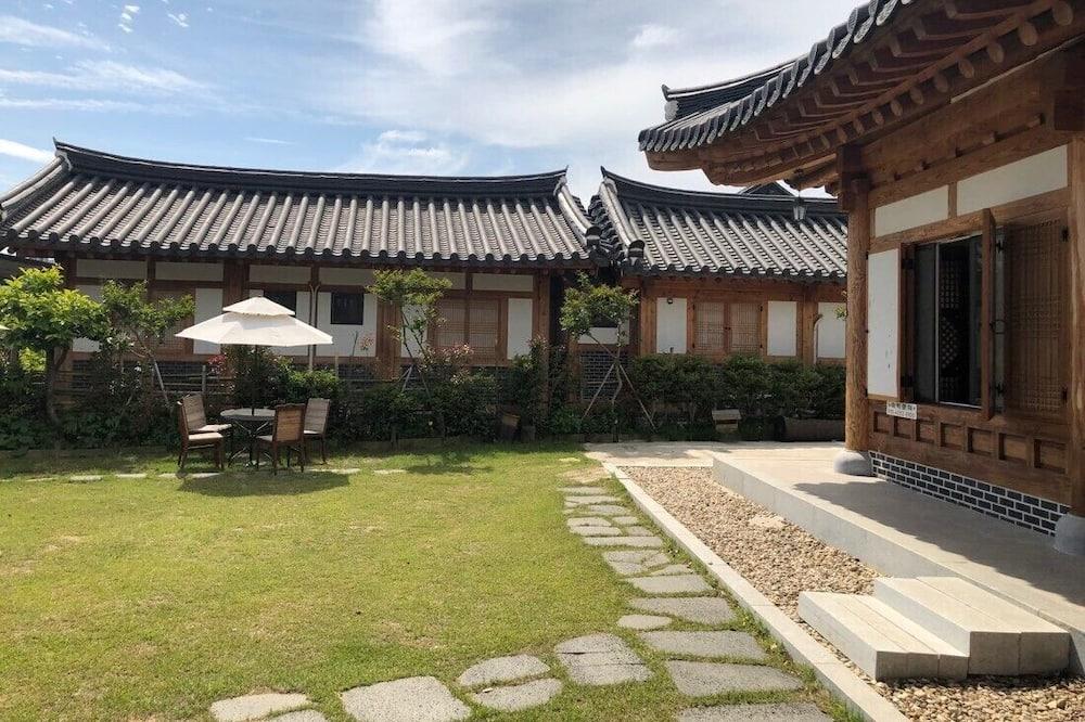 Suncheon Moonlight Love Hanok Pension
