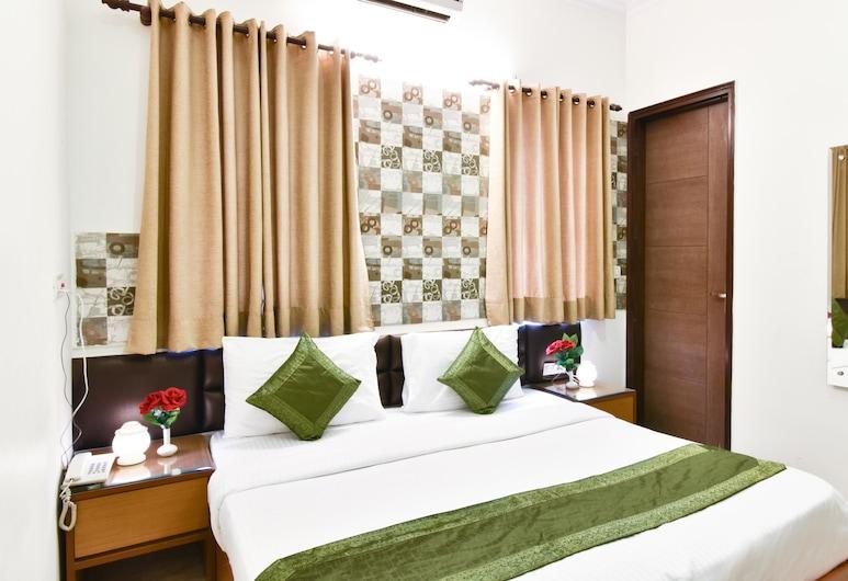 Treebo Trip Swastika Inn, Noida, Standard Room - For Indian National Only, חדר אורחים