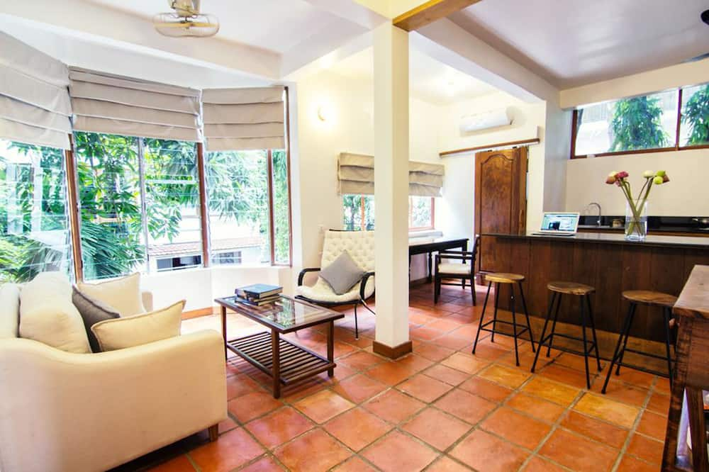 Modern Apartment, 1 Bedroom - Living Area