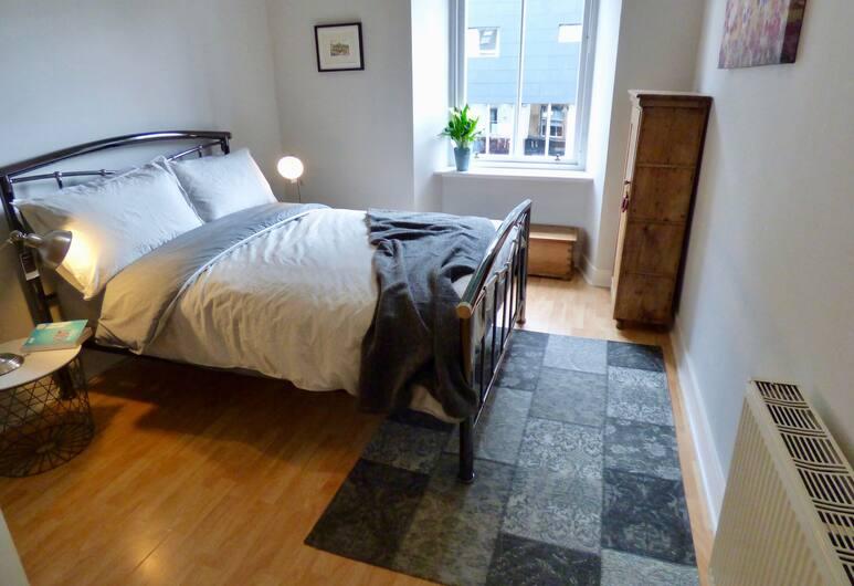 The Derby Suite, Glasgow, Numeris, 1 miegamasis, Kambarys