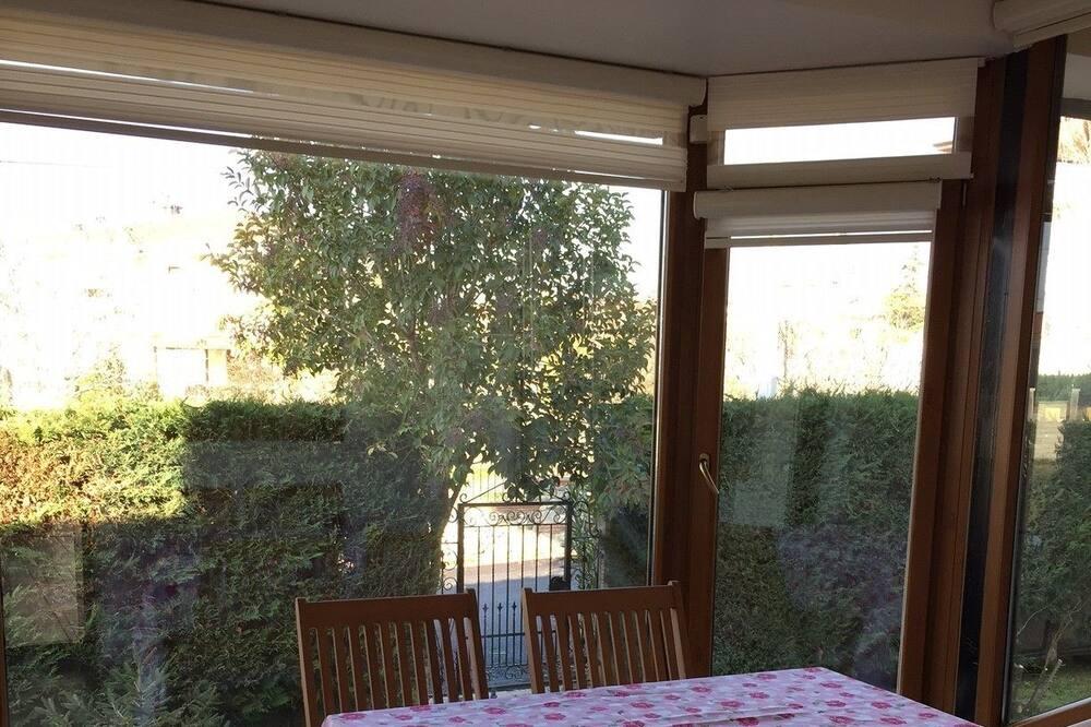 Rodinná vila, 4 spálne, terasa, výhľad na záhradu - Balkón