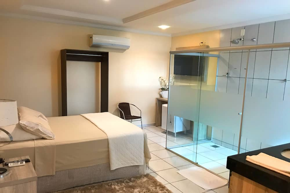 Suite (Single Master) - Guest Room