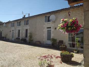 Enter your dates for our Charente-Maritime (department) last minute prices