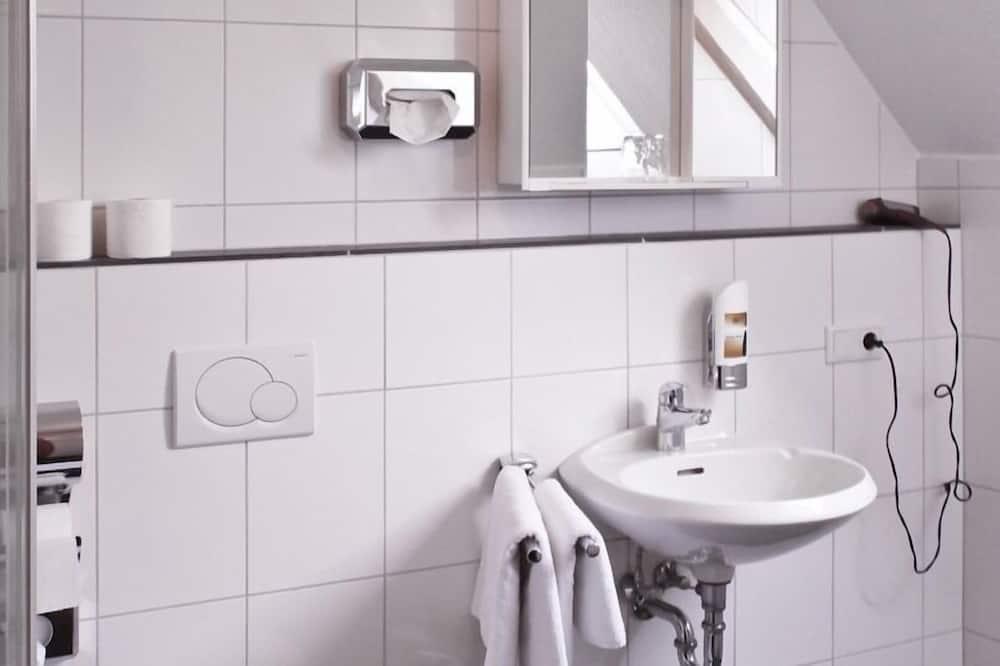 Eenpersoonskamer, en-suite badkamer - Badkamer
