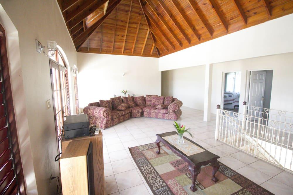 Comfort-Villa, Mehrere Schlafzimmer, Poolzugang, Meerseite - Wohnzimmer