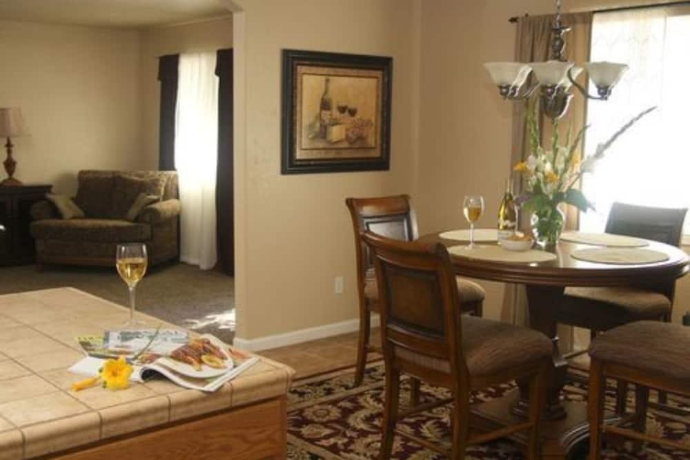 Szoba, privát fürdőszoba (The Meritage Cottage) - Étkezés a szobában