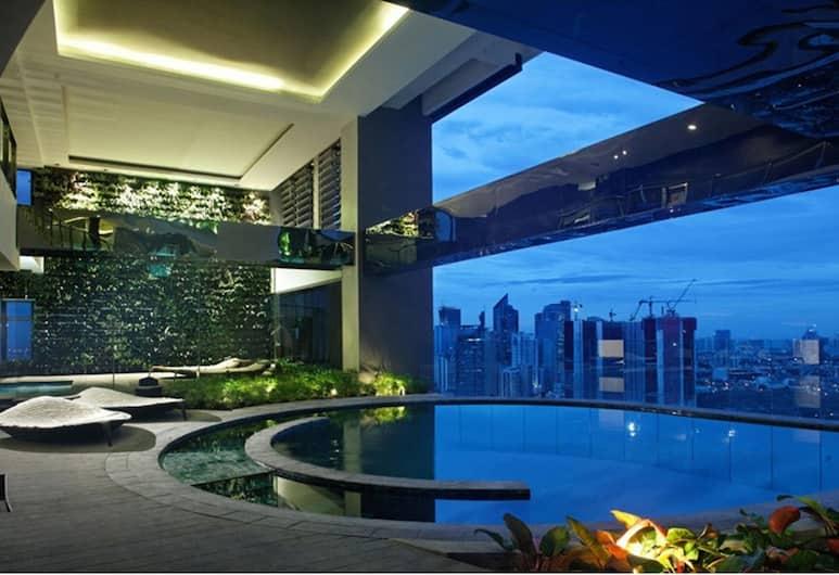 HI HOME @ Gramercy Residences, Makati, Kapalı Yüzme Havuzu