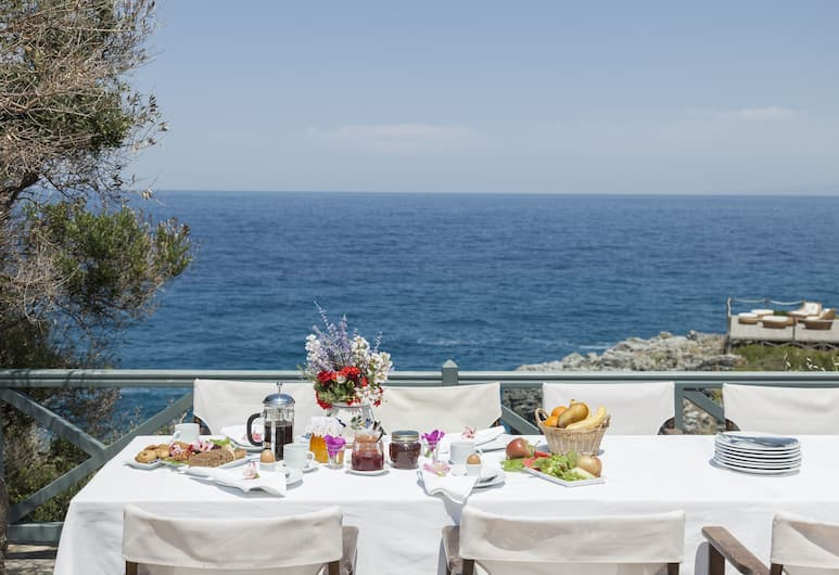 Marnei Mare, Samos, Terrass