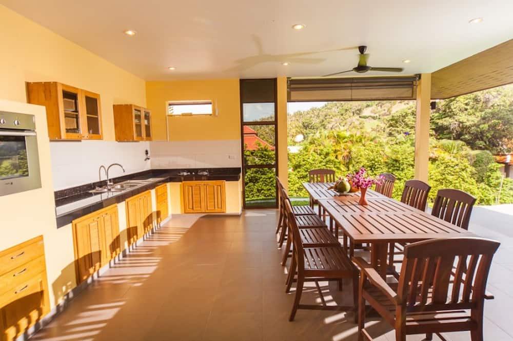 3 Bedroomed Villa Zanzibar - walk to beach - אזור אוכל בחדר
