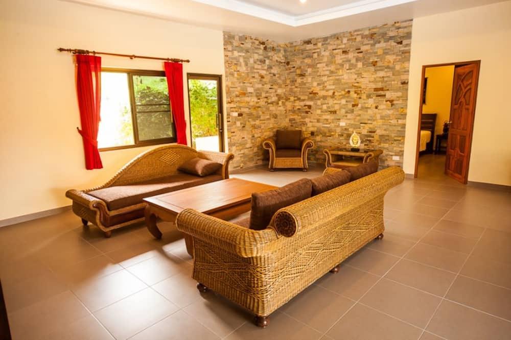 3 Bedroomed Villa Zanzibar - walk to beach - סלון