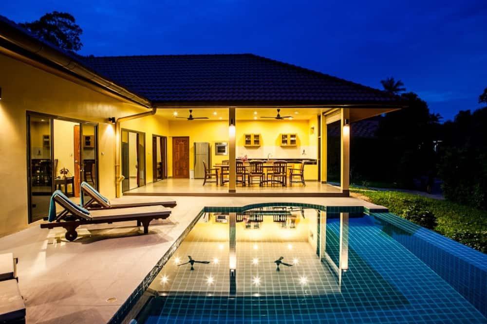 3 Bedroomed Villa Zanzibar - walk to beach - מרפסת/פטיו