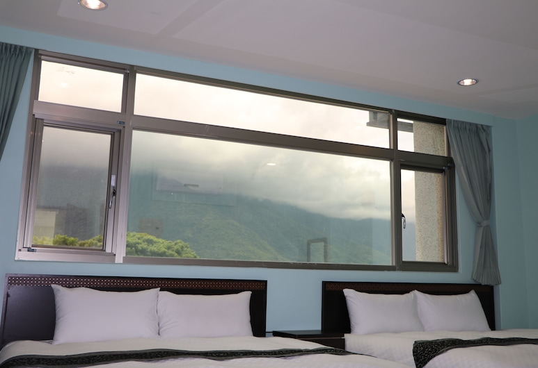 HeFeng B&B, Hualien City, Panoramic Quadruple Room, 2 Queen Beds, Mountain View, Guest Room View