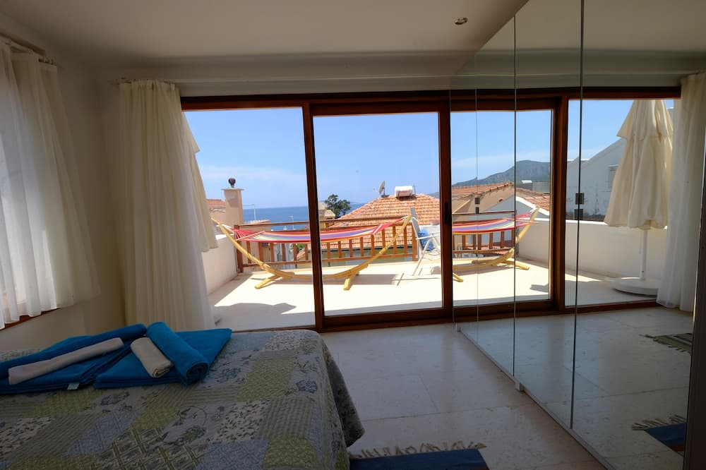 Superior Apartment, 3 Bedrooms, Terrace - Room