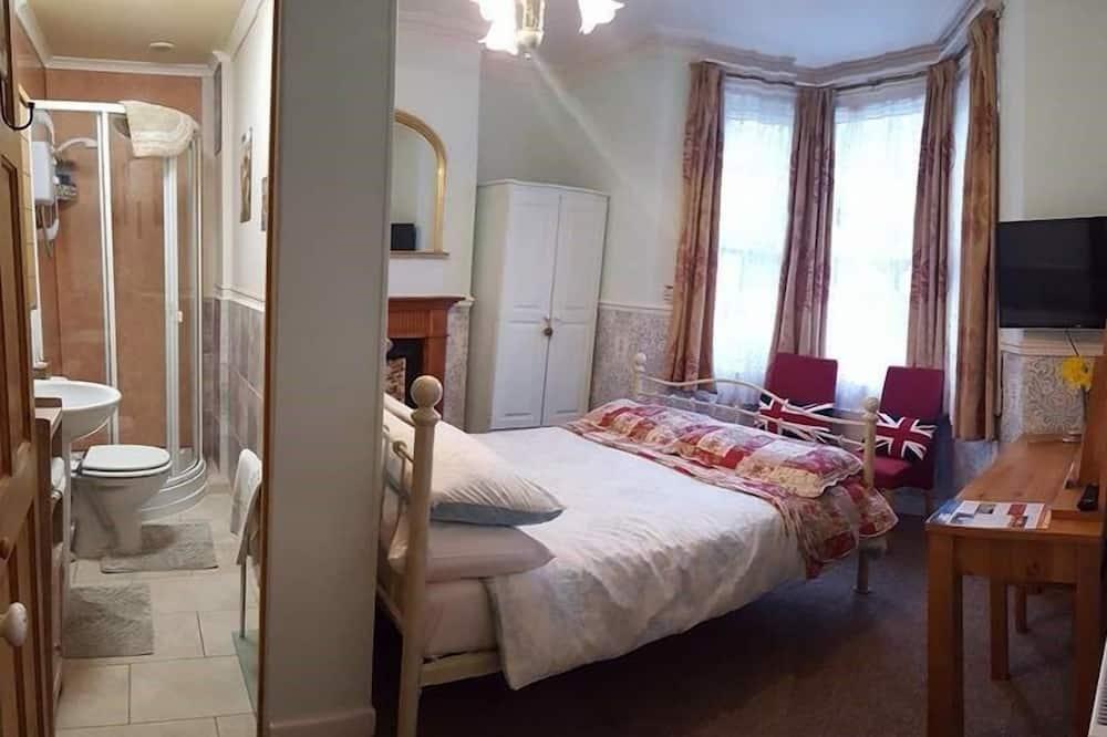 Comfort dubbelrum - eget badrum - utsikt mot trädgården (Ground floor Double) - Gästrum