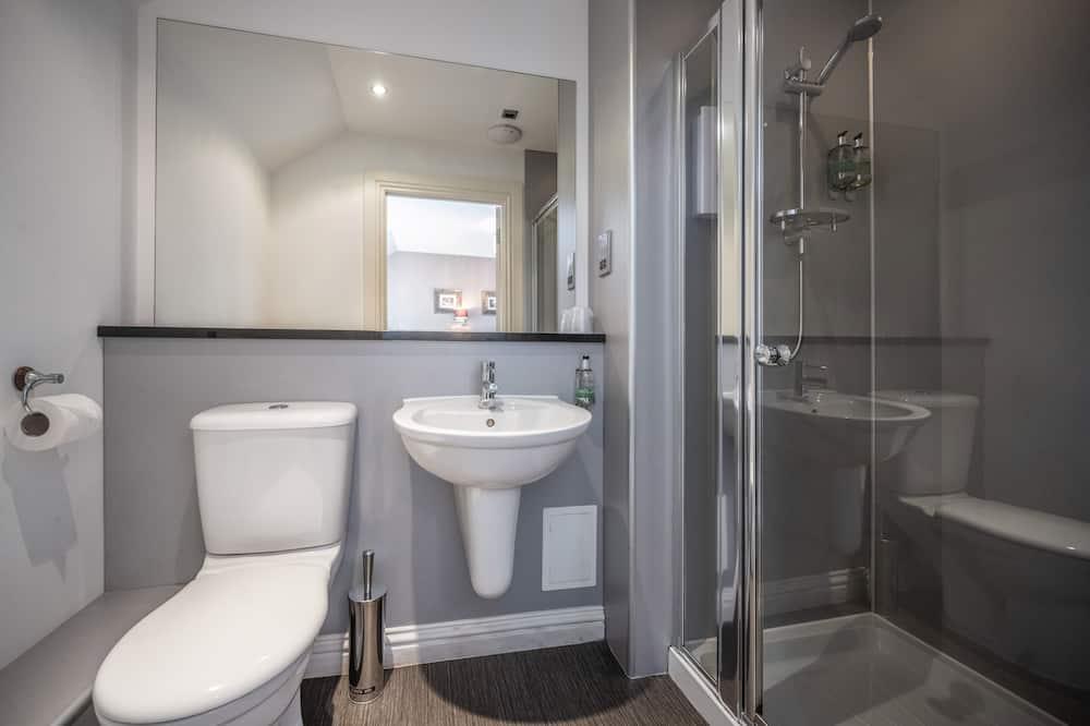 Economy-Doppelzimmer - Badezimmer