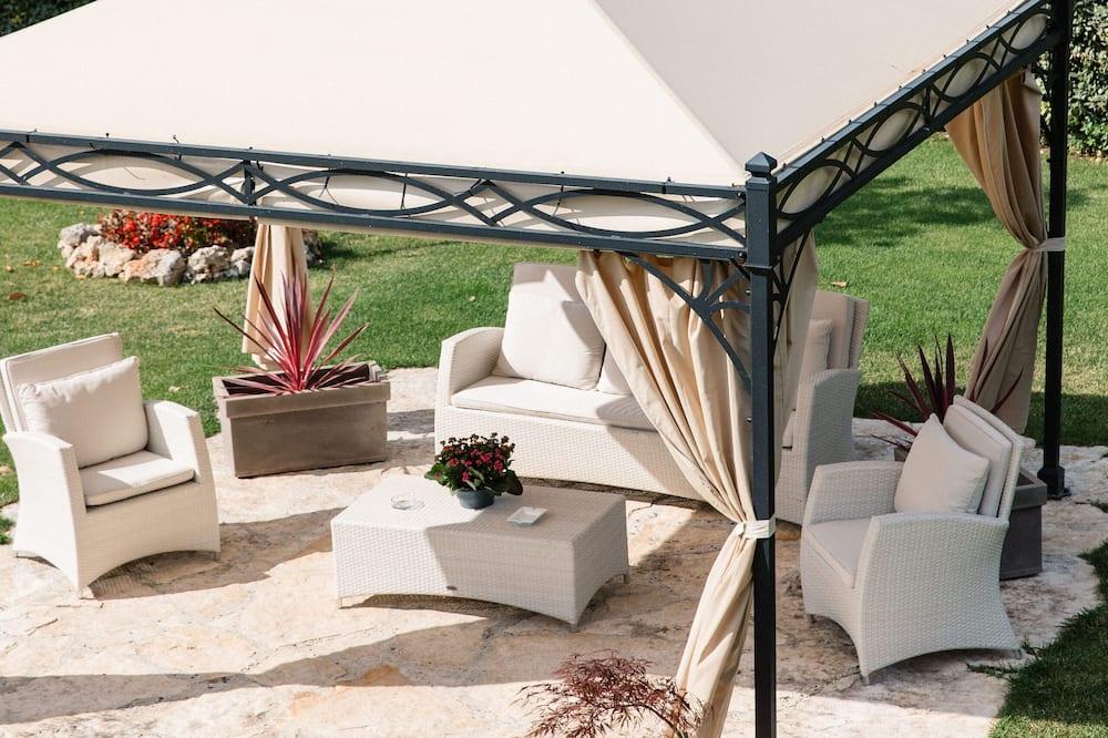 Habitación Deluxe doble, 1 cama de matrimonio, vistas al mar (Topazio) - Vistas al jardín