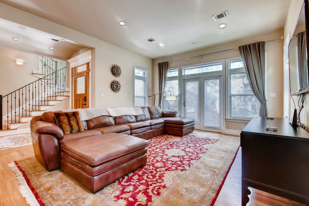 Luxury House, 4 Bedrooms, Non Smoking - Living Room
