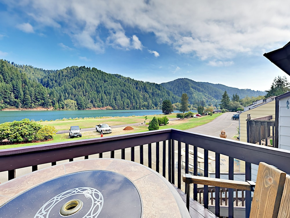 43605 State Hwy 38 Condo Unit 22 By Redawning Reedsport Balcony View