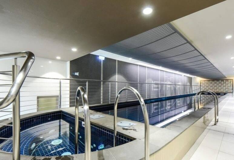 Roomerang at Istana 10, Melbourne, Indoor Pool