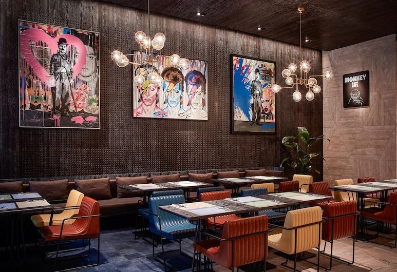 The Emperor Hotel, Hong Kong, Restaurant