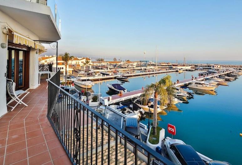 InstaStay Front line Harbor Apartment, Marbella