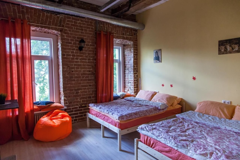 Nice Hostel Komsomolskaya Loft Moscow Superior Quadruple Room 2 Double Beds