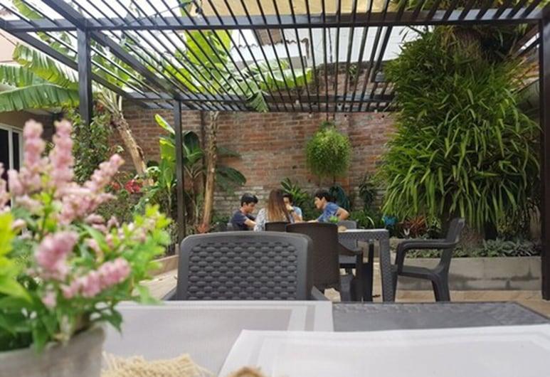 All Days Inn and out, San Salvador, Priestory na grilovanie/piknik