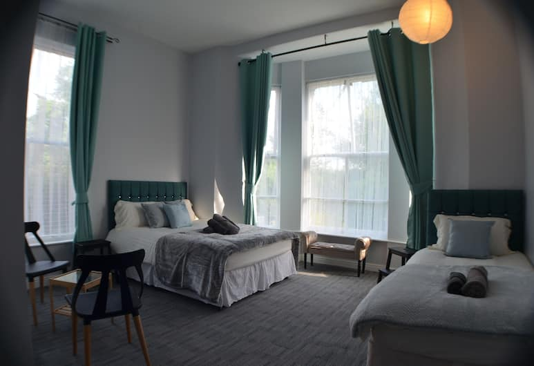 Queens Guesthouse Manchester, Manchester, Triple Room, Ensuite, Guest Room