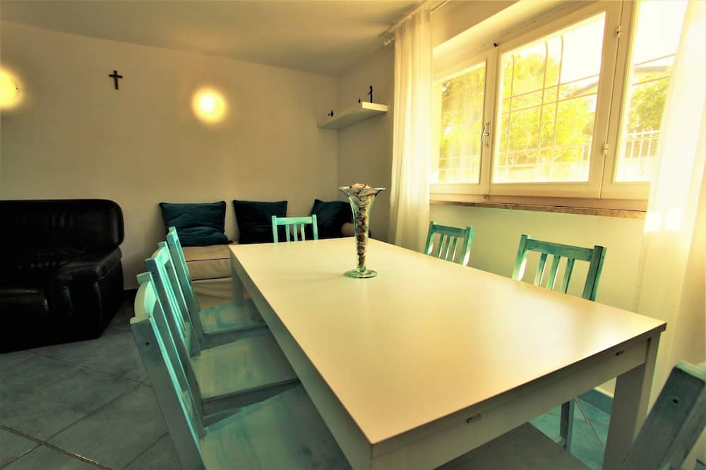 Apartment, 4 Bedrooms, Accessible - Living Area