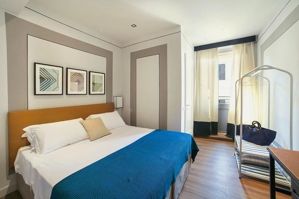 Boutique Hotel Hugo Florence Comfort Double Room 1 King Bed Allergy Friendly