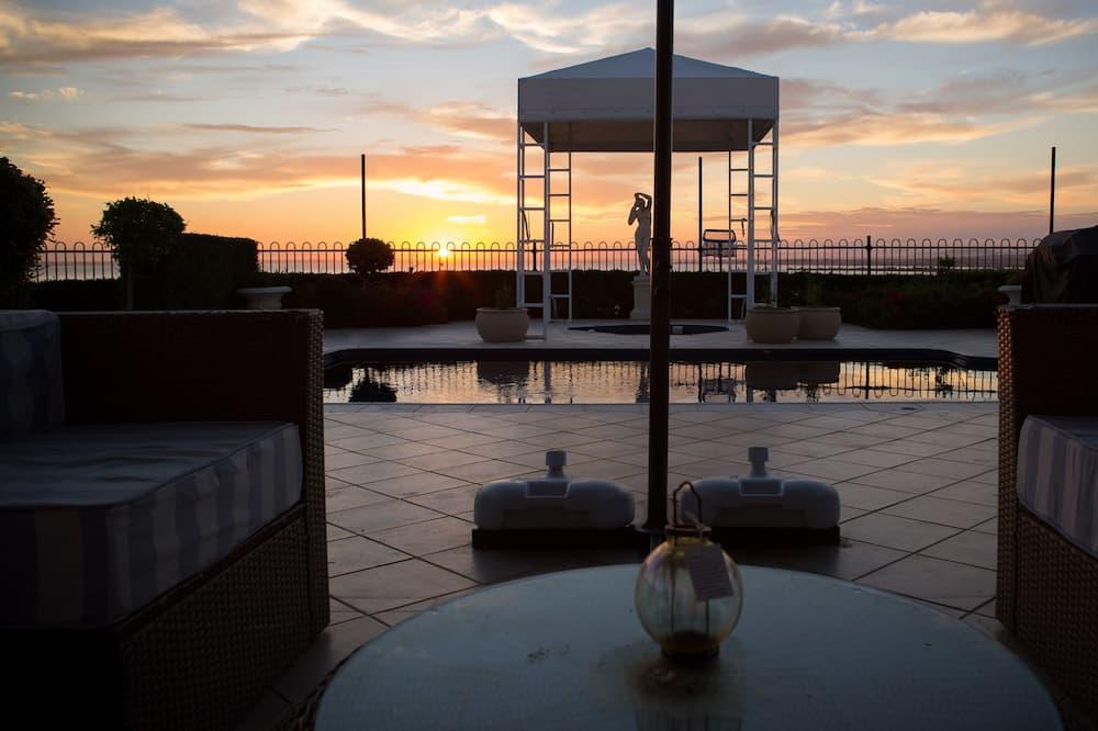 Tintagel Family Home  - Terrace/Patio