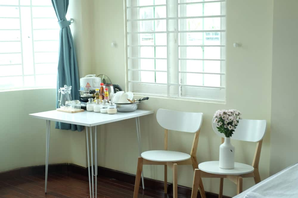 Deluxe Double Room, Kitchenette - In-Room Dining