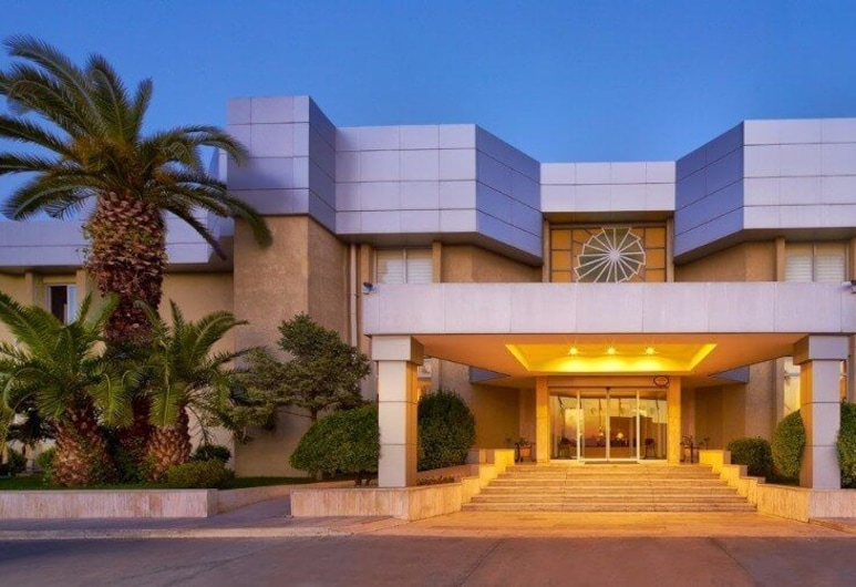 Pam Thermal Hotel & Clinic Spa, Памуккале, Фасад отеля вечером/ночью