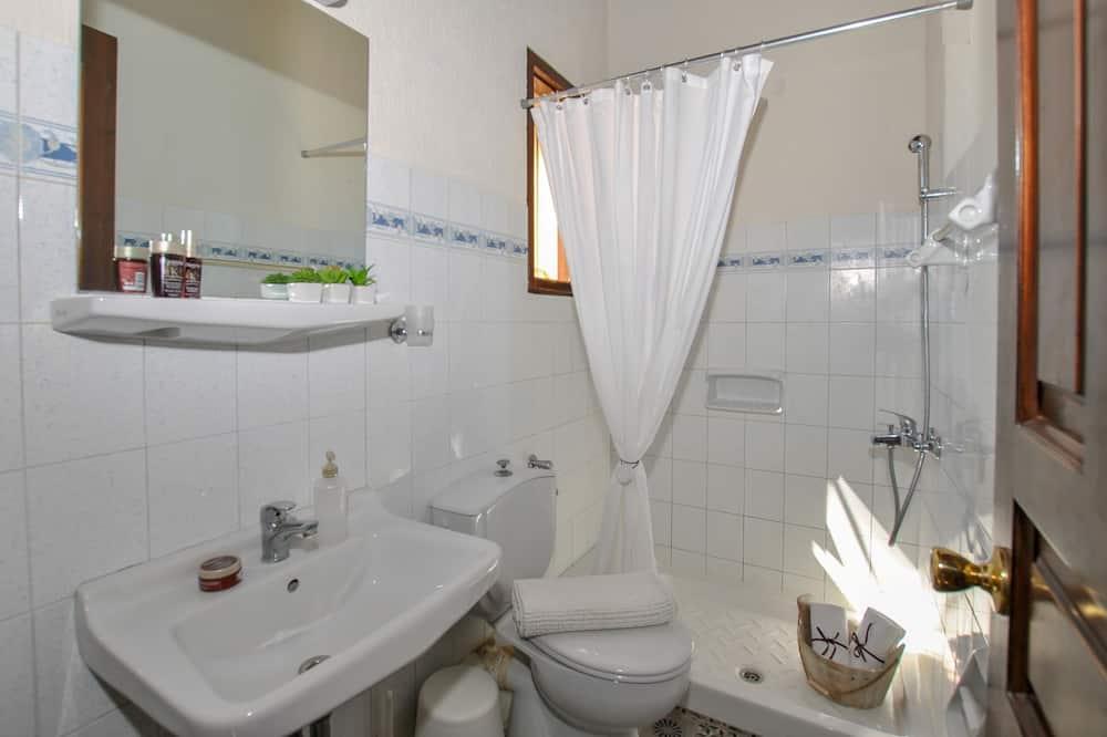 Studija, vaizdas į sodą (for 4) - Vonios kambarys
