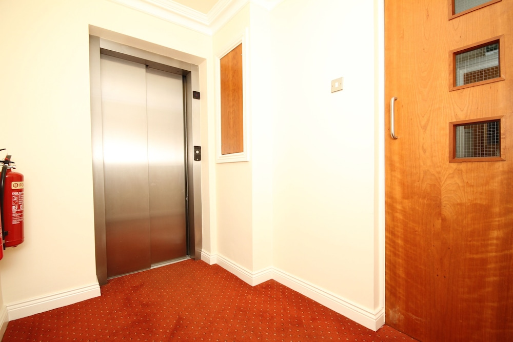 Two Bedroom Chatham Row Apartment  Dublin  Deluxe Apartment  2 Bedrooms   Accessible. Book Two Bedroom Chatham Row Apartment in Dublin   Hotels com