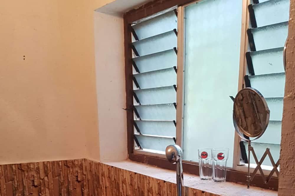 Bendrabutis, mišrus bendrabutis (12 Beds) - Vonios kambarys