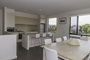 Picture of Stylish 4 Bedroom Condo in Torquay