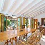 Villa, 6Schlafzimmer, Meerblick, am Strand - Essbereich im Zimmer