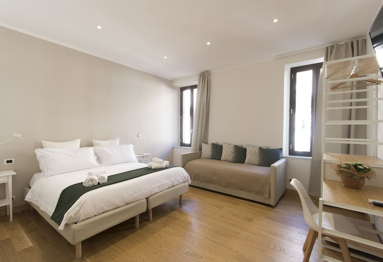 Colosseo GuestHouse, Rome, Deluxe Double or Twin Room, City View, Guest Room