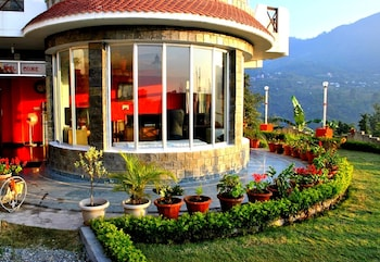 Foto di Hotel Lake Inn -A Luxury  Lake View Hotel Bhimtal a Nainital