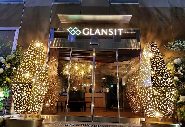 GLANSIT AKIHABARA COMFORT CAPSULE HOTEL, Tokio, Fachada del hotel de noche