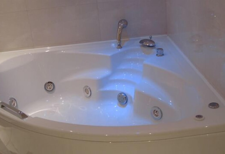 Brazil Hotel, Athens, Superior Room, 1 King Bed, Jetted Tub, Jetted Tub