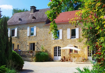 Enter your dates to get the Sarlat-la-Caneda hotel deal